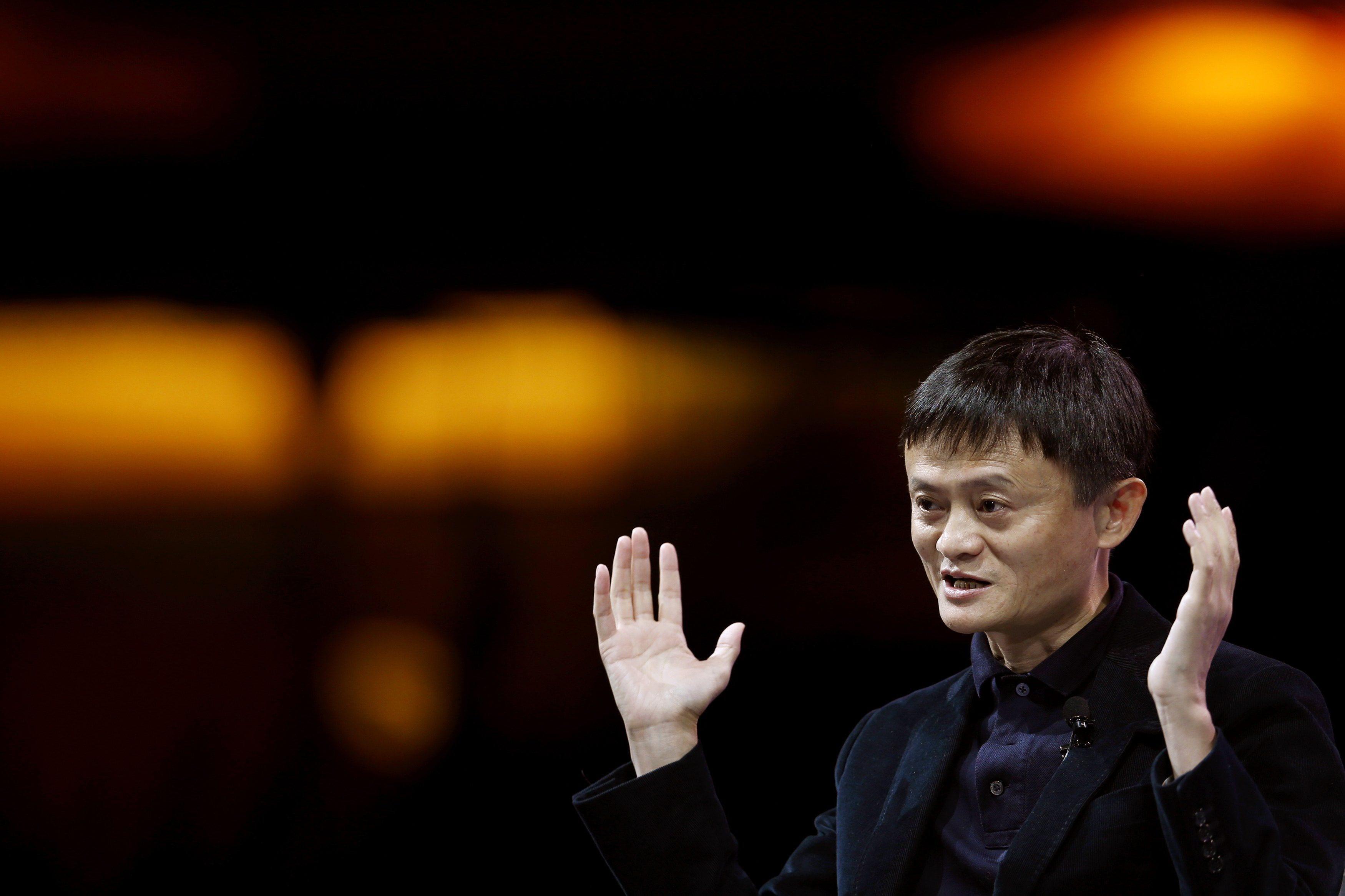 แจ็ค หม่า เป็นผู้ก่อตั้งยักษ์ใหญ่แห่งวงการอีคอมเมิร์ซของประเทศจีน อาลีบาบา เป็นคนที่รวยที่สุดในประเทศจีน ด้วยทรัพย์สินมากกว่า 2 หมื่นล้านเหรียญสหรัฐ