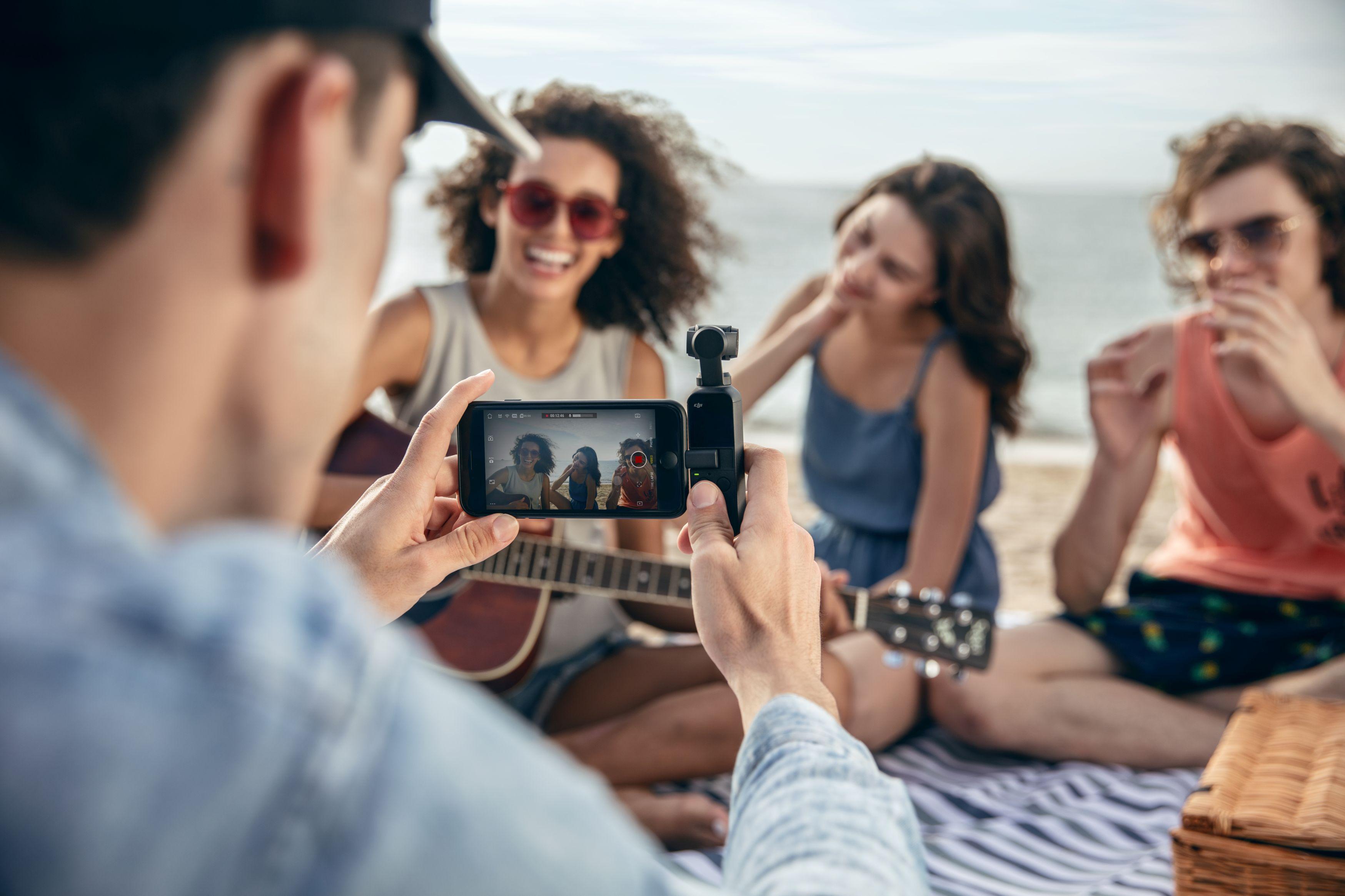 เก็บช่วงเวลาประทับใจง่ายๆ ด้วยกล้องพกพา DJI Osmo Pocket 1